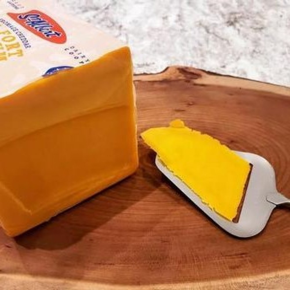 Fresh Cut St. Albert's Medium Cheddar (per 1/2 lb)
