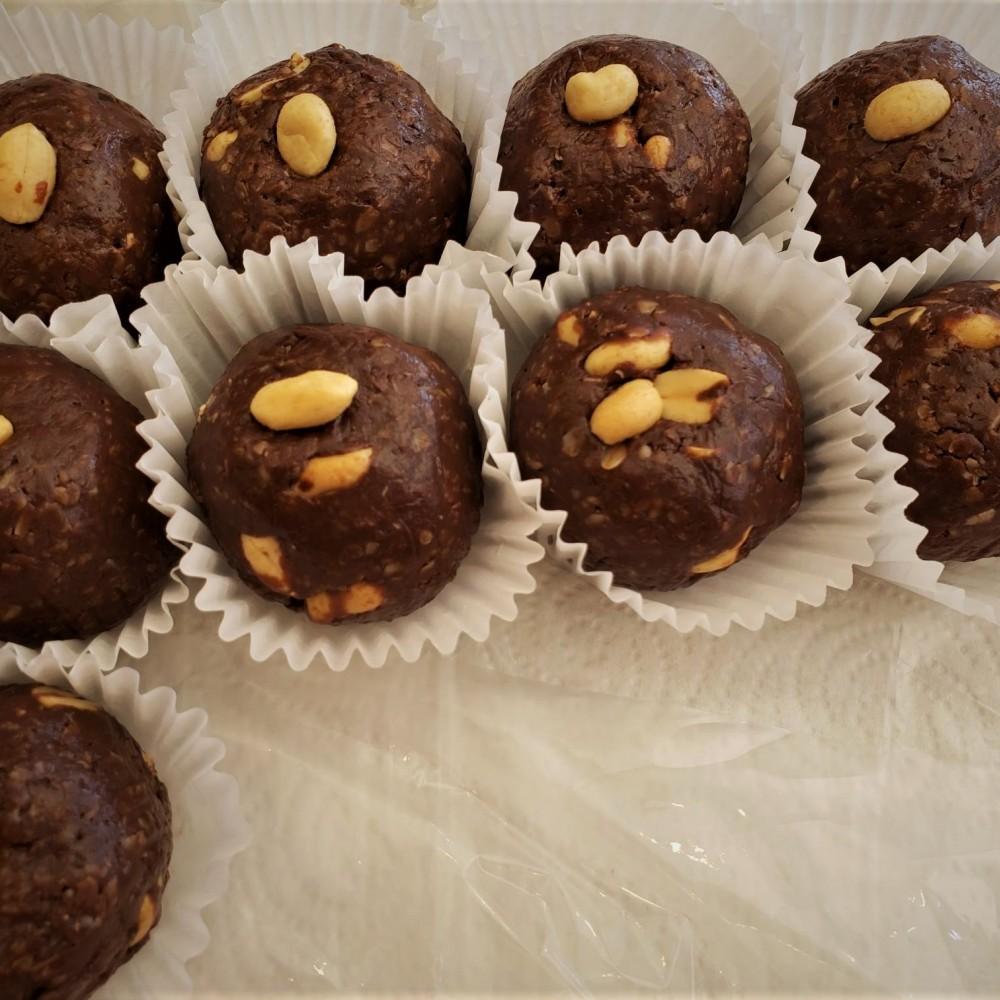 Homemade Chocolate Peanut Butter Protein Balls 70 g.
